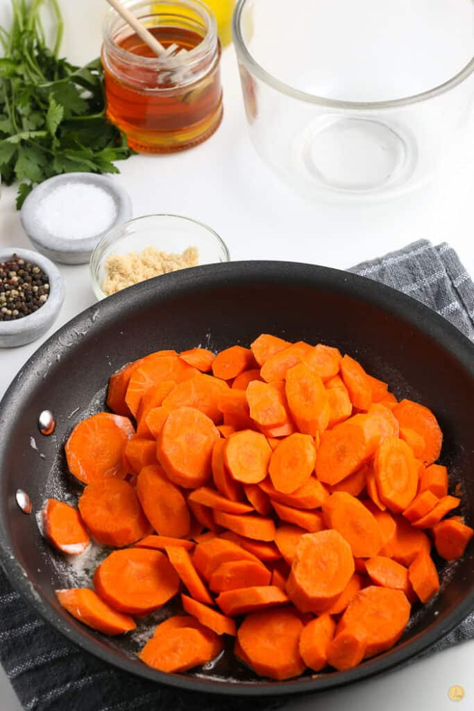 carrots in a pan