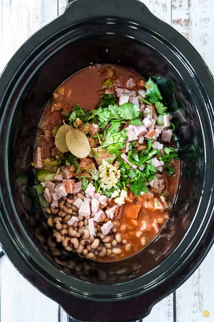 hoppin john uncooked in a pot