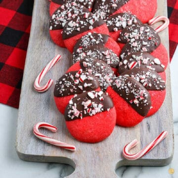 close up of cookies on a board
