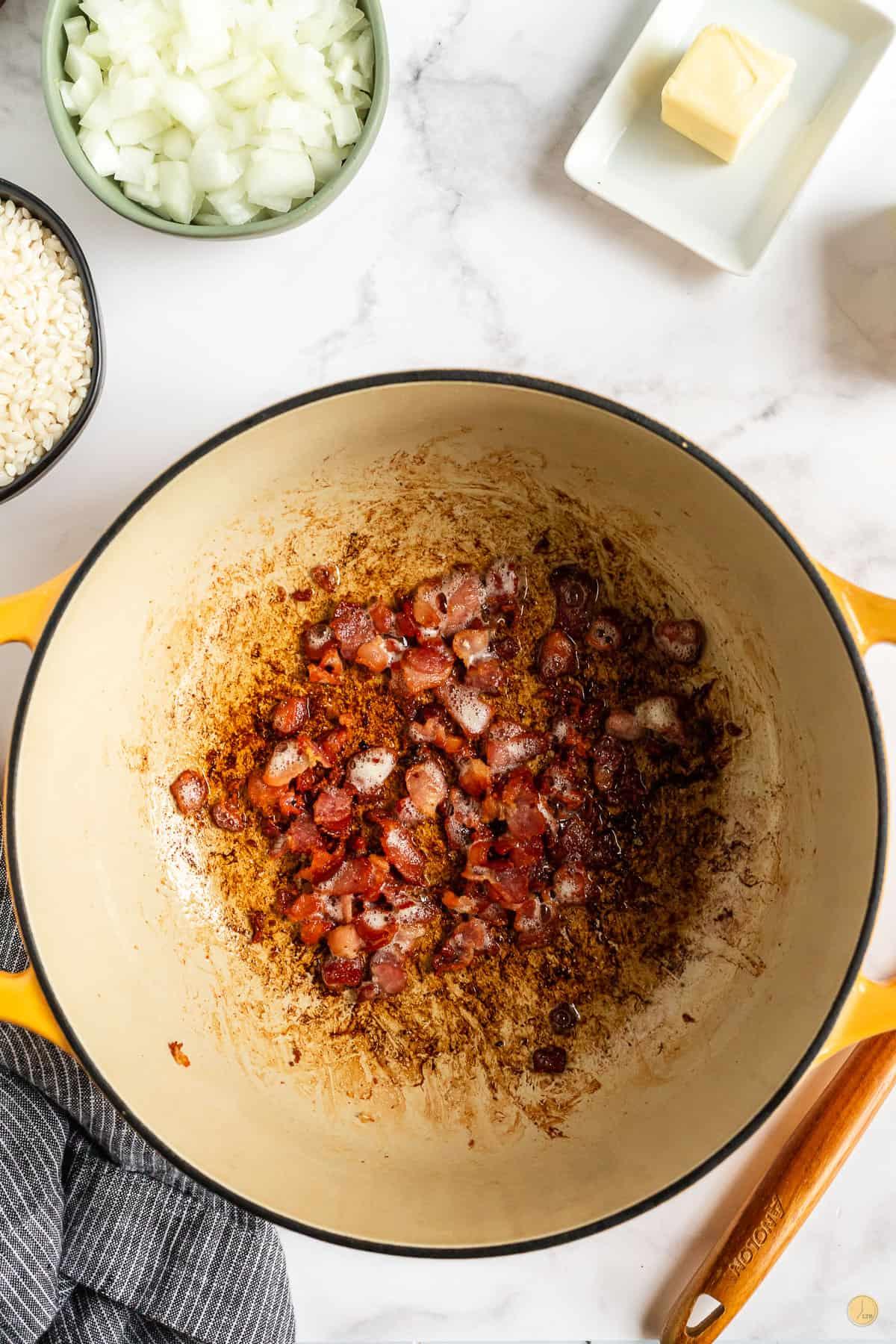 bacon in pot